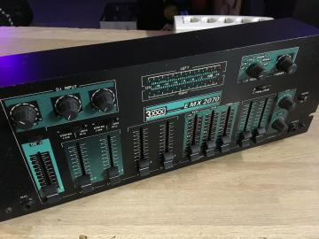 Table de mixage emx 2070