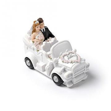 Couple mariés en voiture